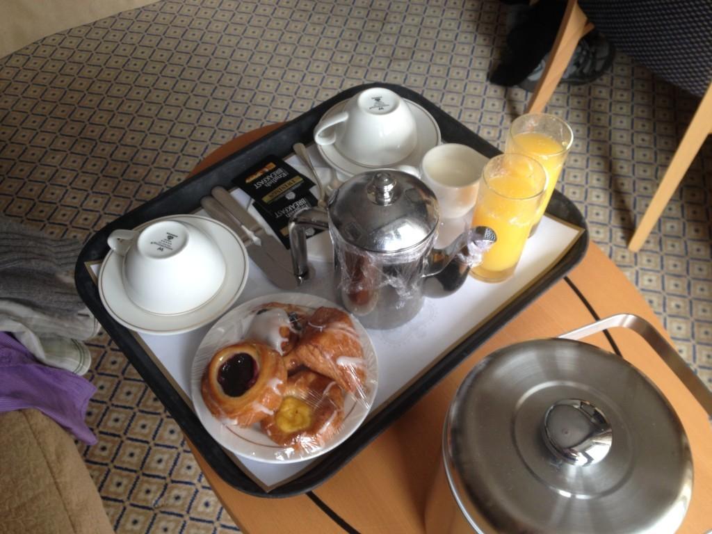 QE room service breakfast