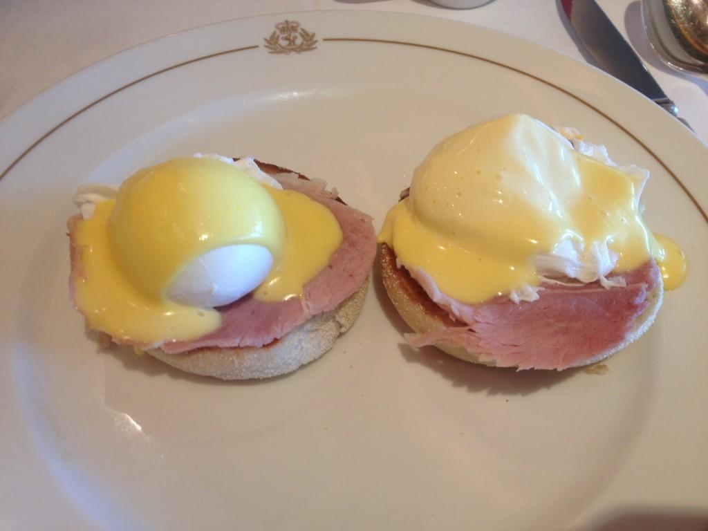 Eggs Benedict in the Britannia on the QE