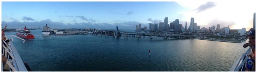 Turning in Miami port