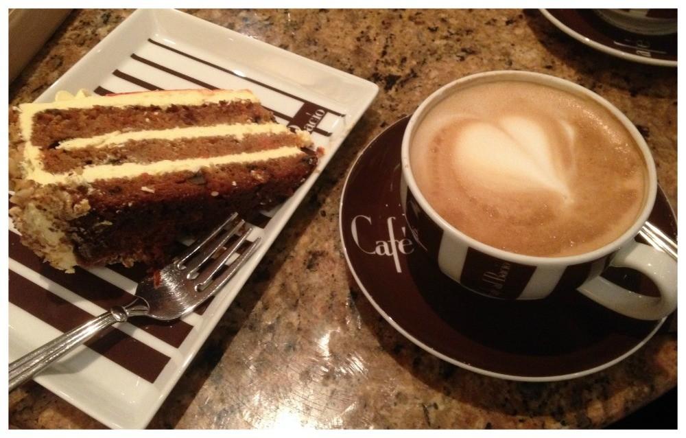 Coffee & carrot cake in Café al Bacio
