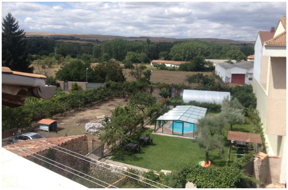 The garden of the Albergue Cuatro Cantones