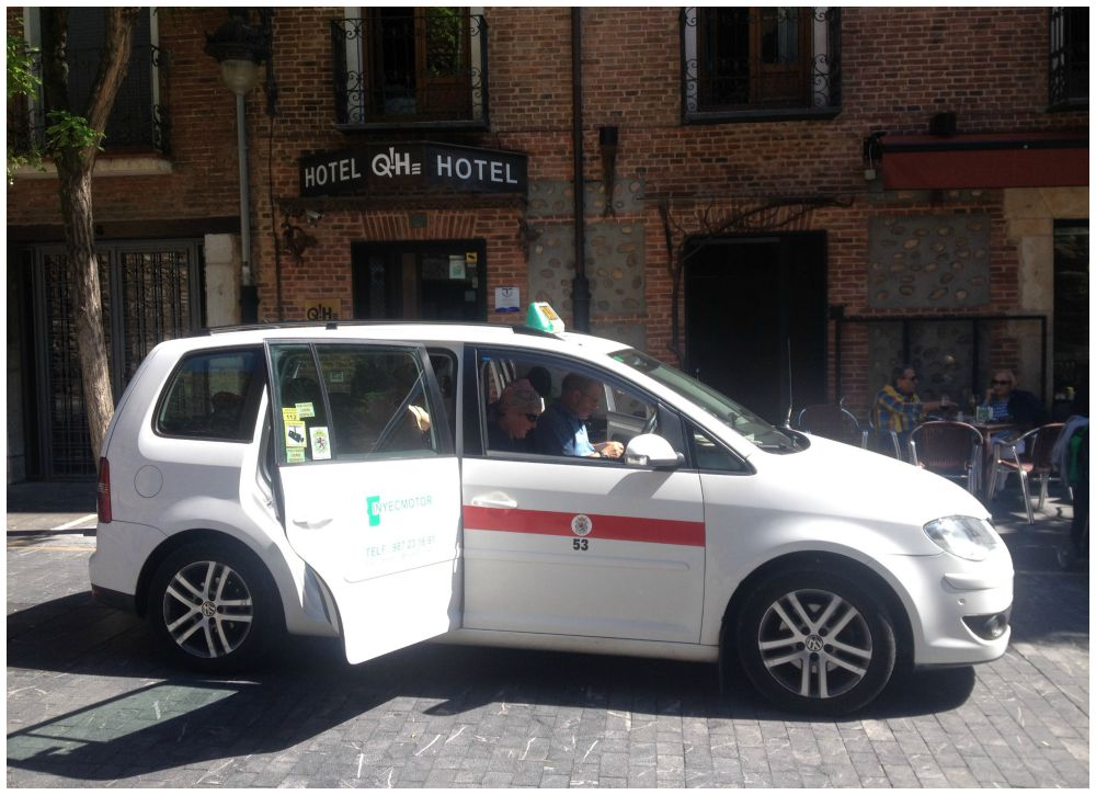 Taxi to the hotel in Leon