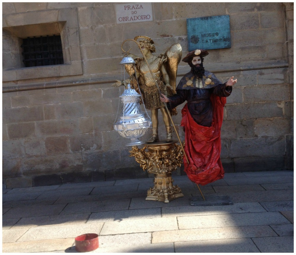 A couple of people that have been standing on display for years each day in the Obradoiro square