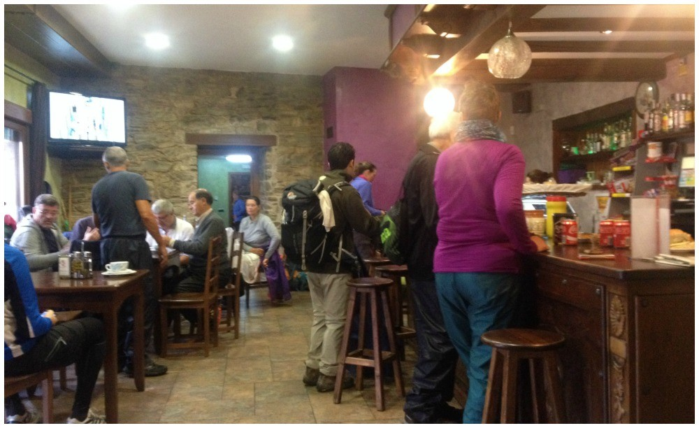 Stopping off for a coffee break with the rain pouring down in Trabadelo