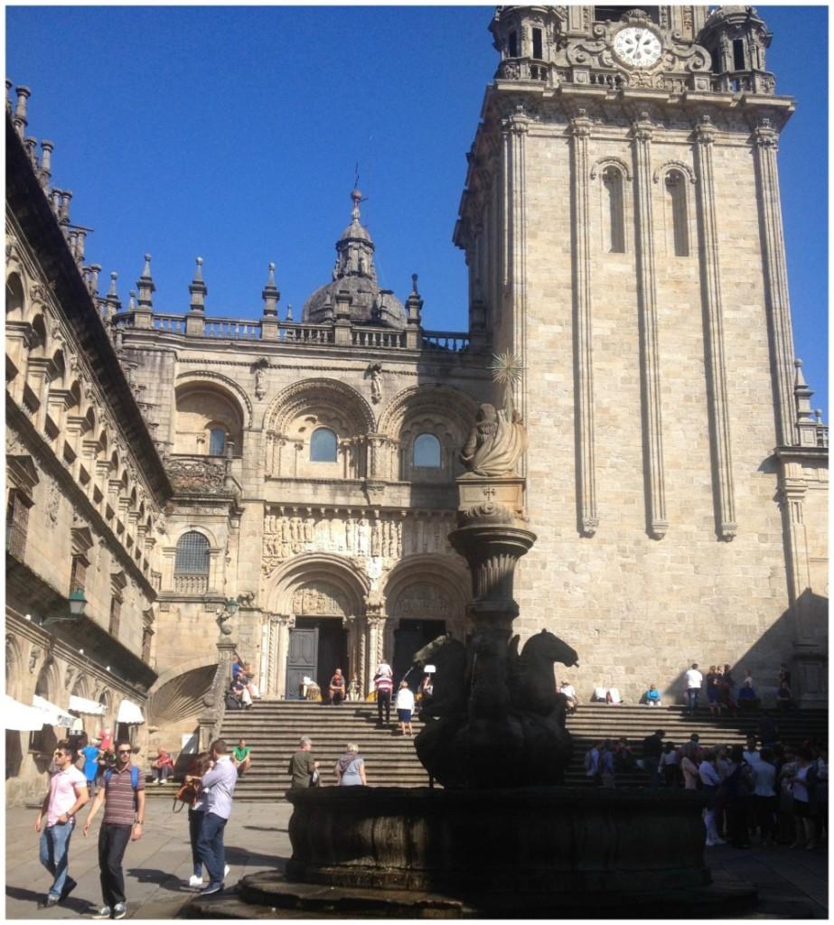 The square of the Romanesque façade das Pratarías in sunshine