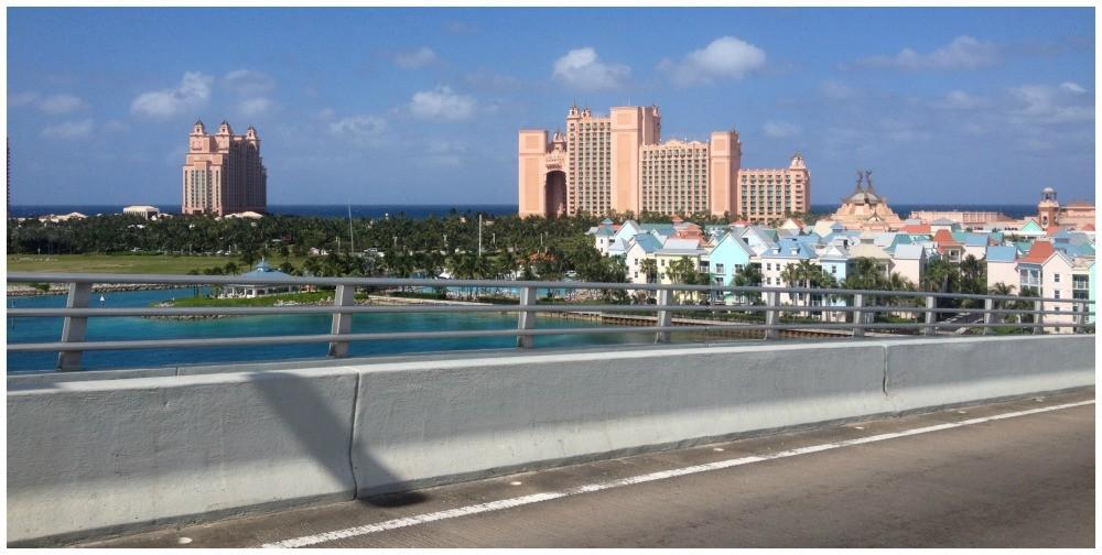 The bridge to Paradise Island and Atlantis