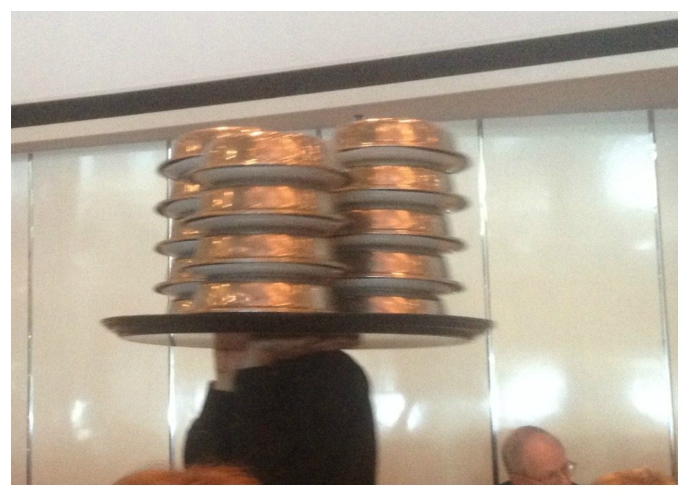 How many plates do the waiters carry