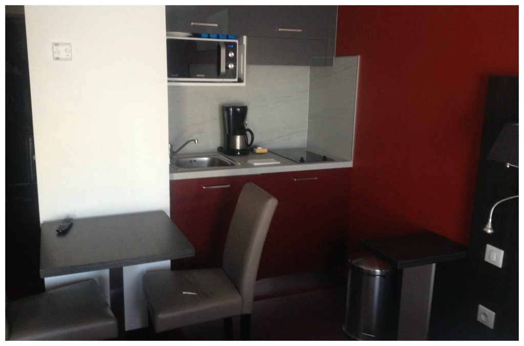 Kitchenette at Appart hotel Odalys in Montpellier