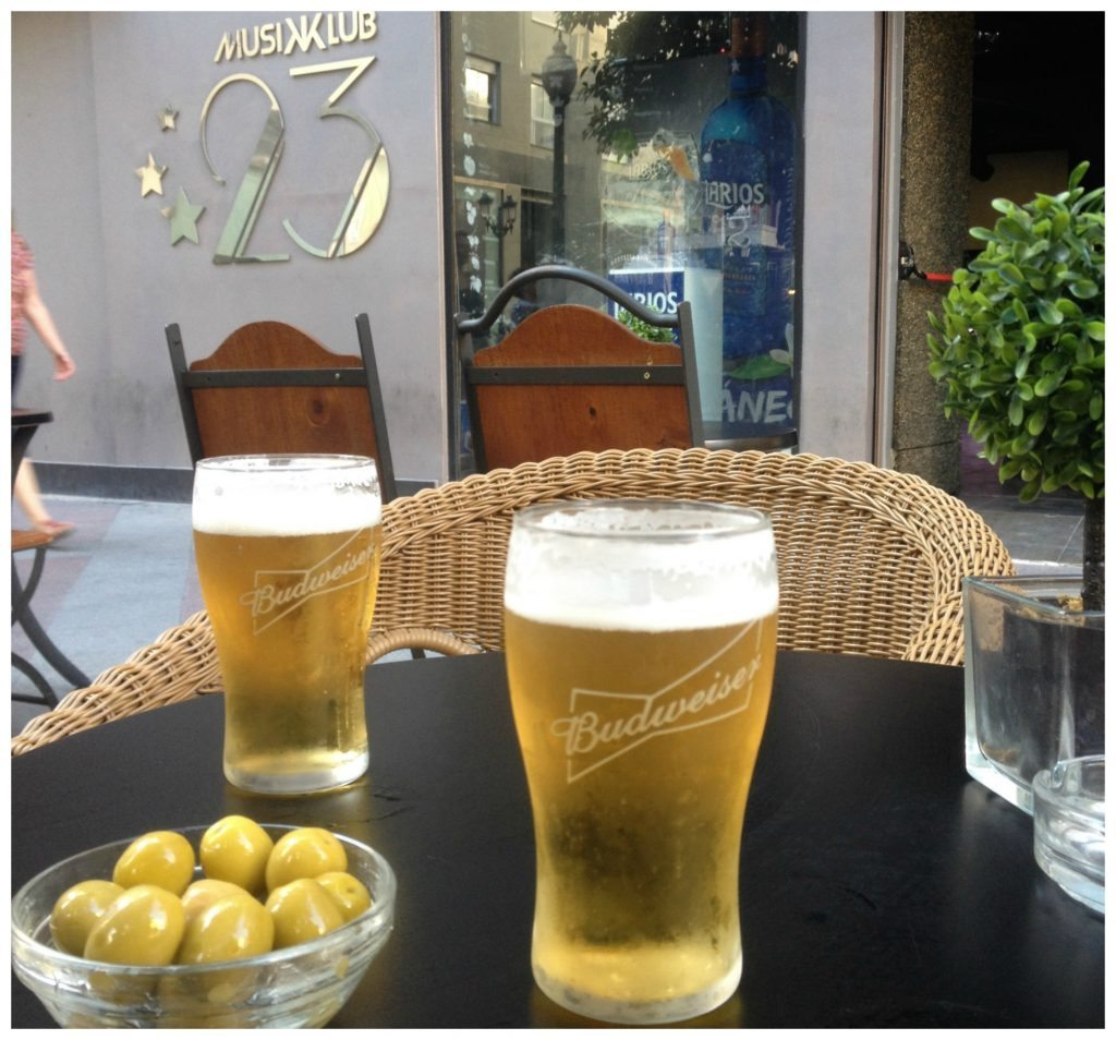 Beer & olives from Musikklub 23 in Alicante