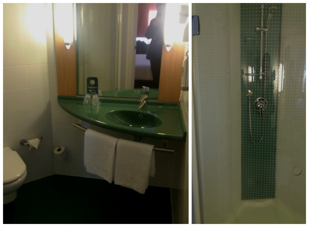 Bathroom at hotel Ibis at Madrid airport