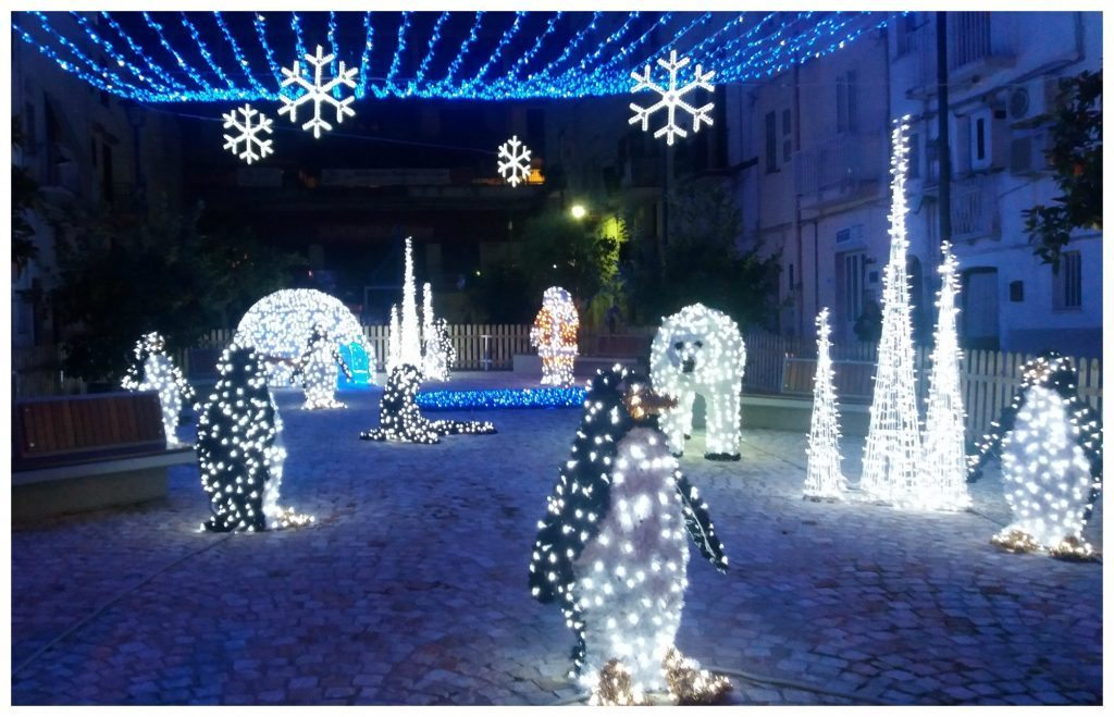 Christmas lights scene in Gaeta 201617