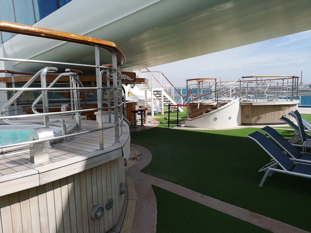 The Oasis Bar & Hot Tubs deck 16 aft on Golden Princess